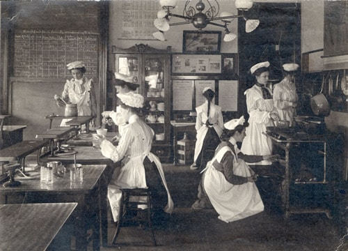Female students in School of Home Ec kitchen Madison Wisconsin
