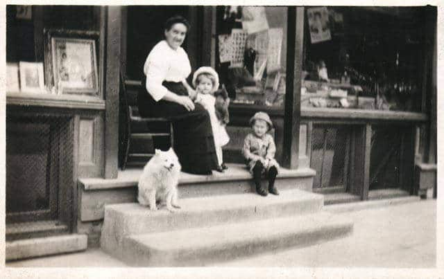 Roman Kwasniewski's mother and his children on the steps in front of his photography studio at 568 Lincoln Avenue, ca. 1915. University of Wisconsin-Milwaukee Libraries.