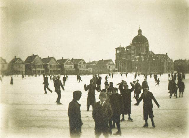 Ice skating in Kosciuszko Park with St. Josaphat's Basilica in the background, Milwaukee, 1910-1930. Photo by Roman Kwasniewski. University of Wisconsin-Milwaukee Libraries.