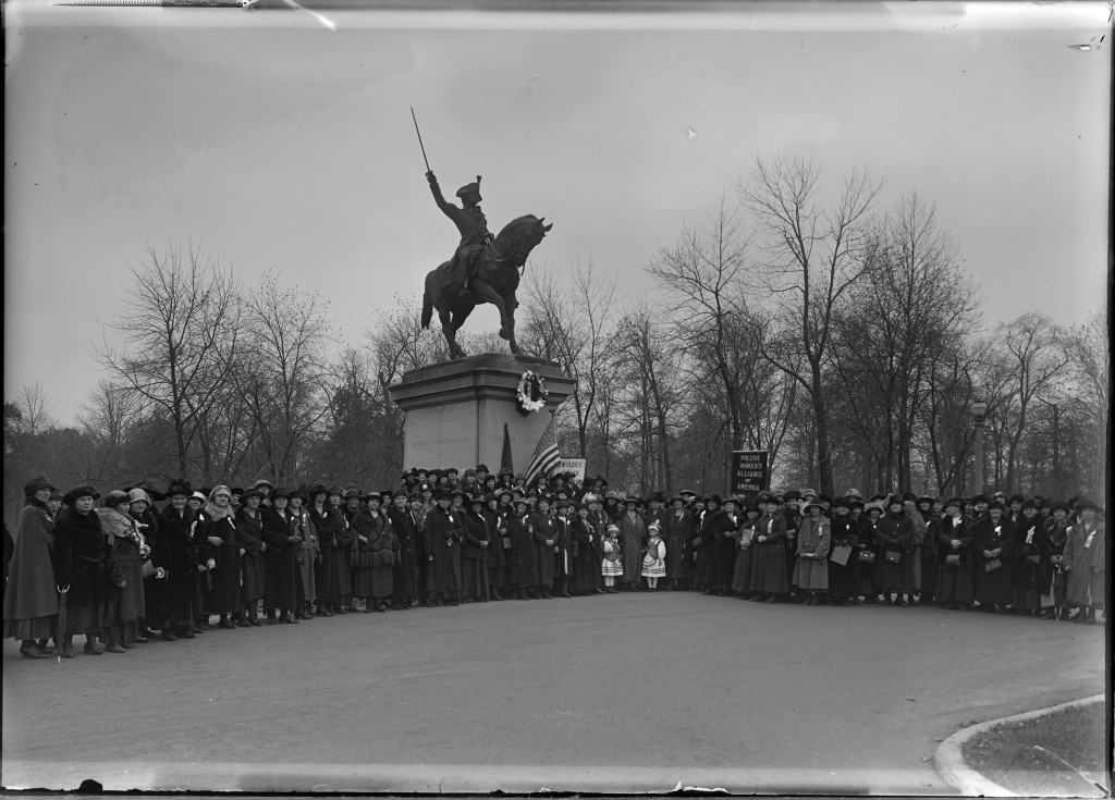 Group portrait of members of the Polish Women's Alliance in Kosciuszko Park, Milwaukee, 1923. University of Wisconsin-Milwaukee Libraries.