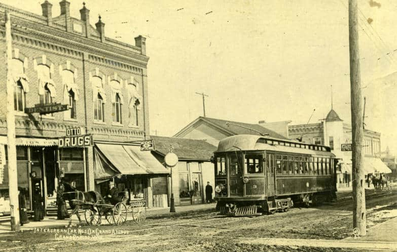 Streetcar on Grand Avenue, West Grand Rapids, ca. 1910. South Wood County Historical Museum.