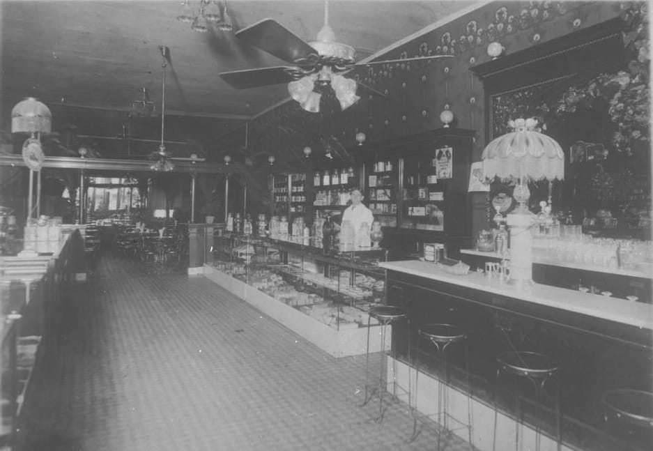 Lemke's Ice Cream Parlour, Eau Claire, 1908. Chippewa Valley Museum.