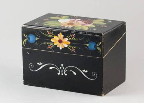 A recipe box decorated by Ethel Kvalheim, a student of Lysne's who became an award-winning expert rosemaler. McFarland Historical Society.