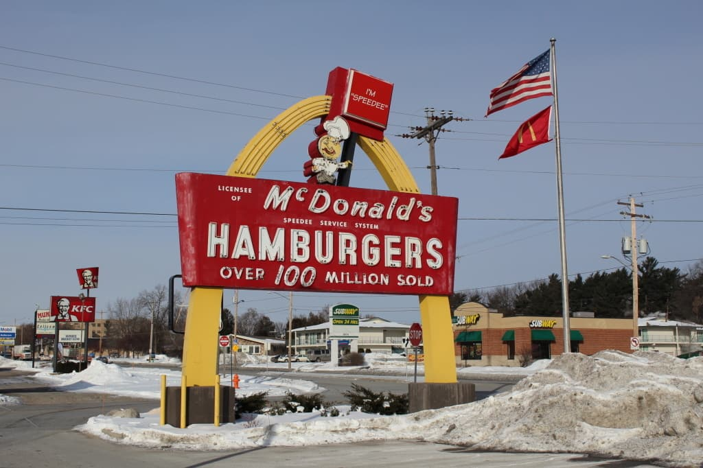 McDonald's Speedee sign, Green Bay, constructed ca. 1959. Photo courtesy Melinda Roberts, Wisconsin Historical Markers, 2014.