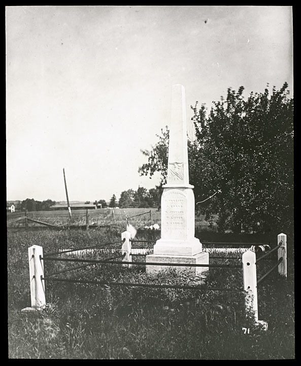 Paris Township soldiers monument, photographed by C. E. Dewey in 1934. Kenosha History Center, Kenosha County Historical Society.