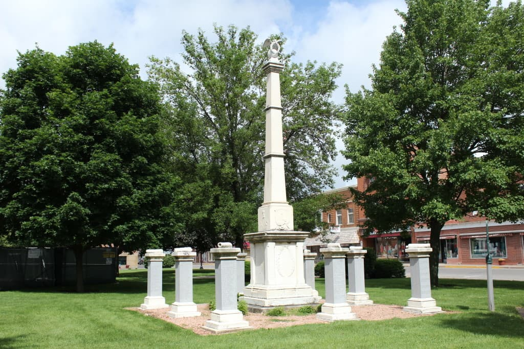 Grant County Civil War memorial. Photo courtesy Melinda Roberts, Wisconsin Historical Markers (c) 2014.