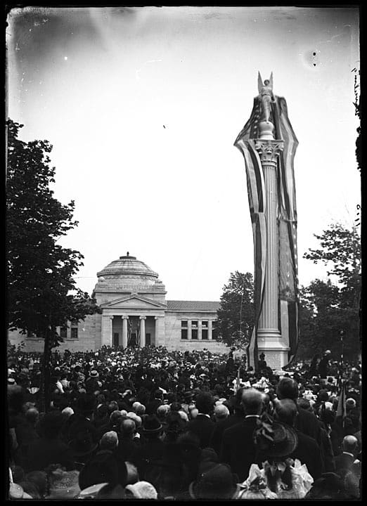 A crowd watches the unveiling of the veterans monument in Library Park, May 30, 1900. Photographed by Louis Milton Thiers. Kenosha History Center, Kenosha County Historical Society, Inc.
